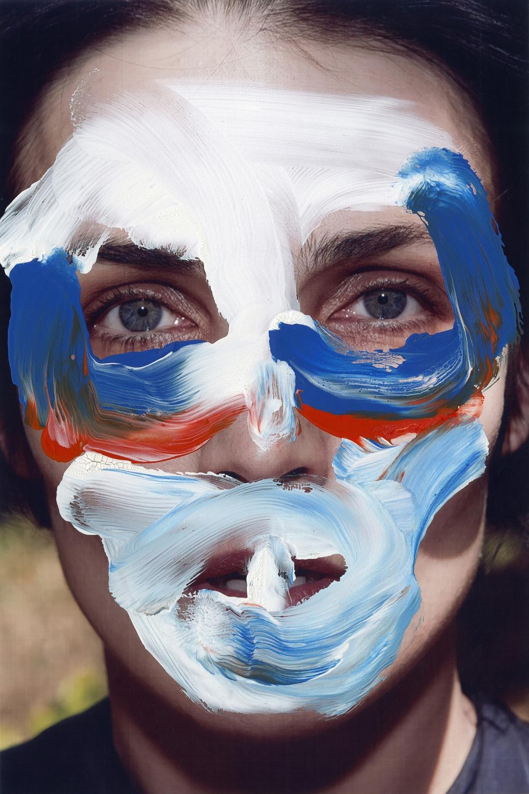 Quand Viviane Sassen se met au body painting