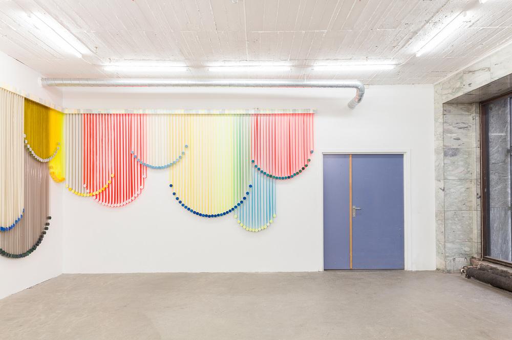 À Oslo, Eva LeWitt pose ses rideaux